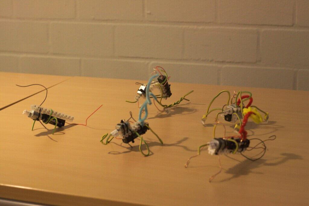 Wiggelbot Roboter Gruppenfoto